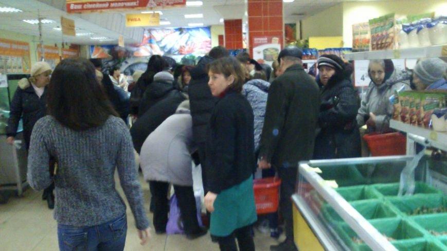 Днепродзержинцы массово скупают продукты питания, фото-1