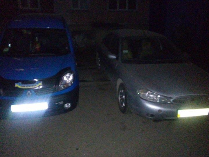 """У Тернополі на пішохідній доріжці паркують """"патріотичне"""" авто (фото) (фото) - фото 1"""
