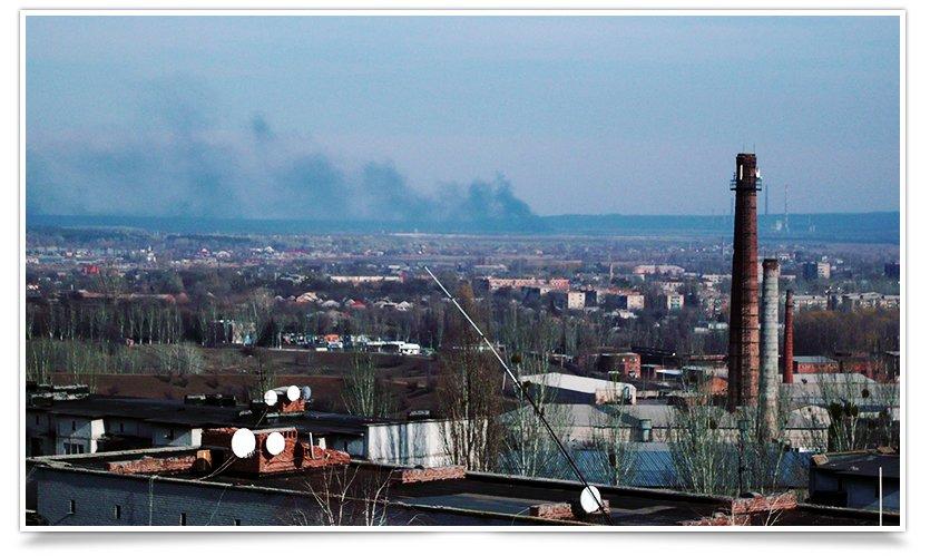 Из многоэтажек Славянска виден огромный столб дыма (фото) - фото 1
