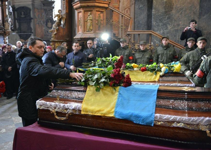 У Львові поховали медиків, які підірвались на фугасі у зоні АТО (ФОТОРЕПОРТАЖ, ВІДЕО), фото-2