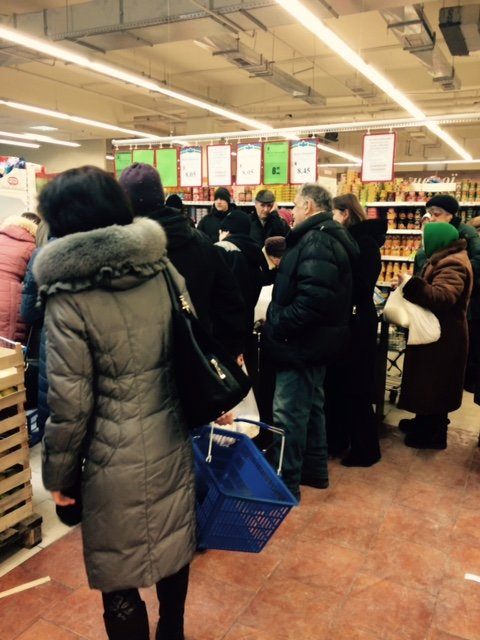 Ажиотаж в супермаркетах Днепропетровска (ФОТО) (фото) - фото 1