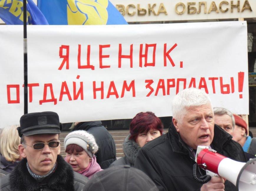 Работникам «Южмаша» снова митинговали. Требовали зарплаты за полгода (ФОТОРЕПОРТАЖ) (фото) - фото 2