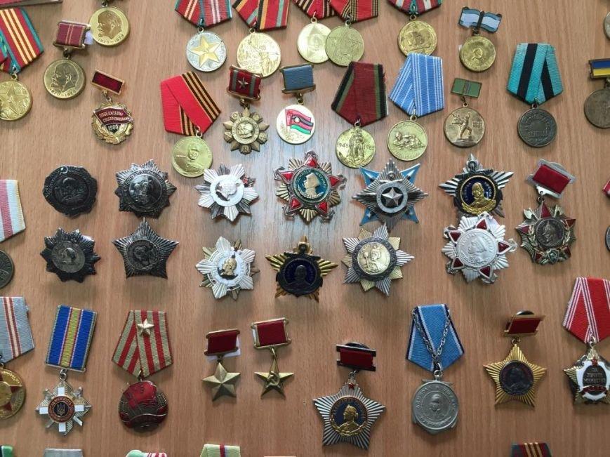 В Днепропетровщине СБУ пресекла попытку контрабандного перемещения коллекции фалеристики, фото-2