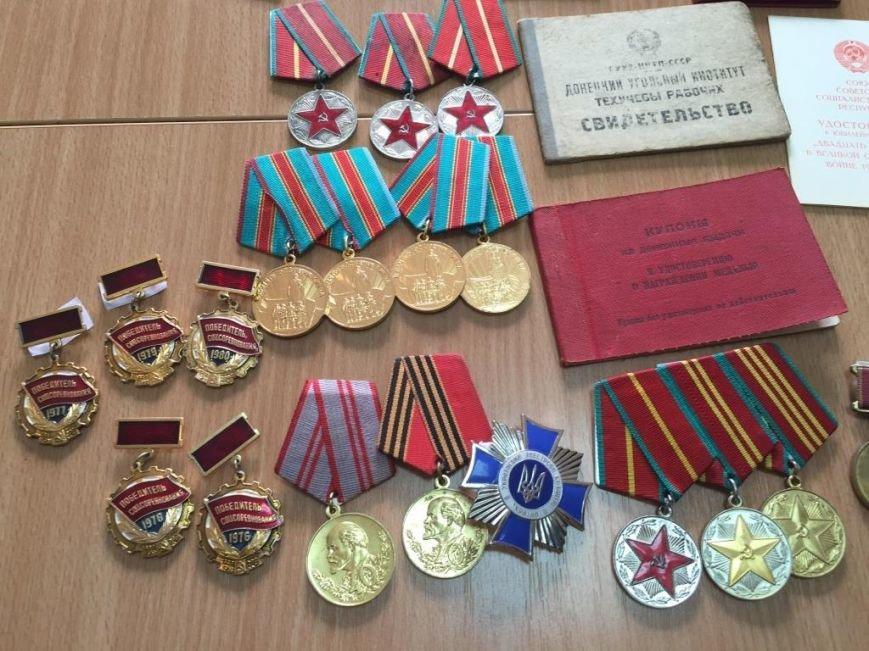 В Днепропетровщине СБУ пресекла попытку контрабандного перемещения коллекции фалеристики, фото-1