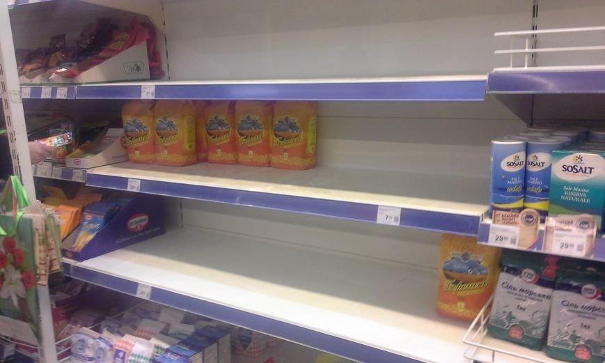В Запорожье с полок магазинов сметали сахар, крупы и макароны (ФОТО), фото-4