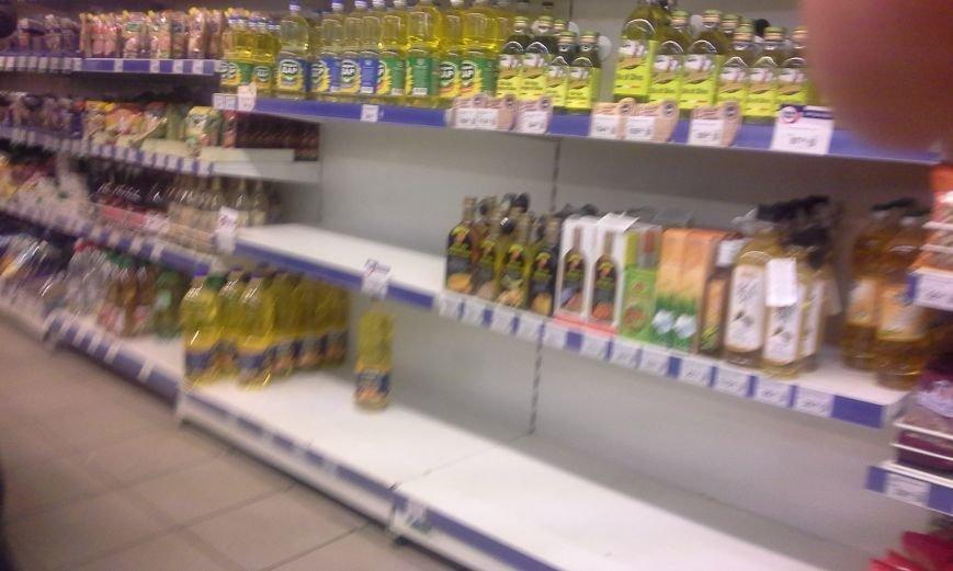 В Запорожье с полок магазинов сметали сахар, крупы и макароны (ФОТО), фото-3