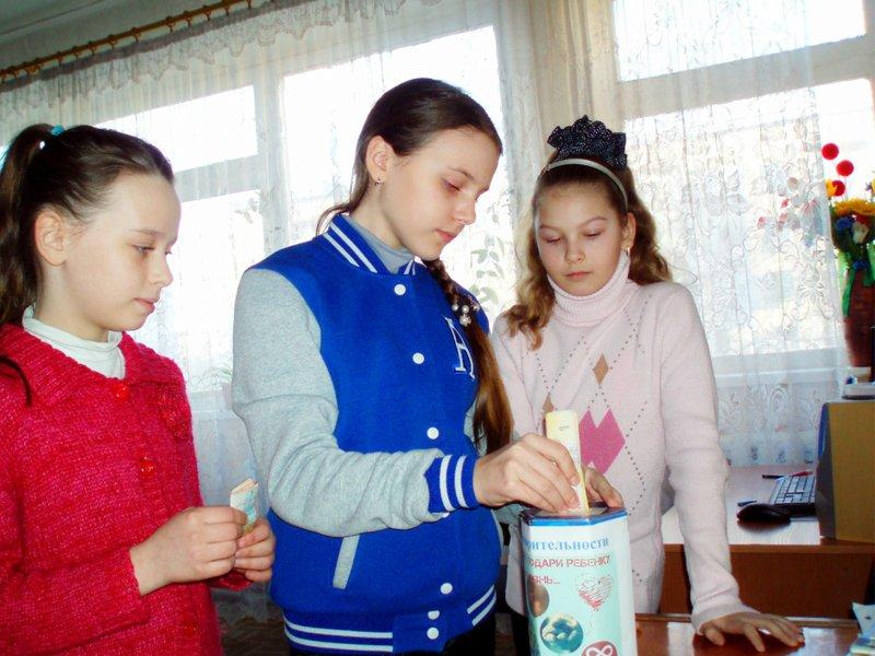 Коллектив «ЦДЮТ» в г.Доброполье поддержал проект «Подари мне жизнь!» (фото) - фото 1
