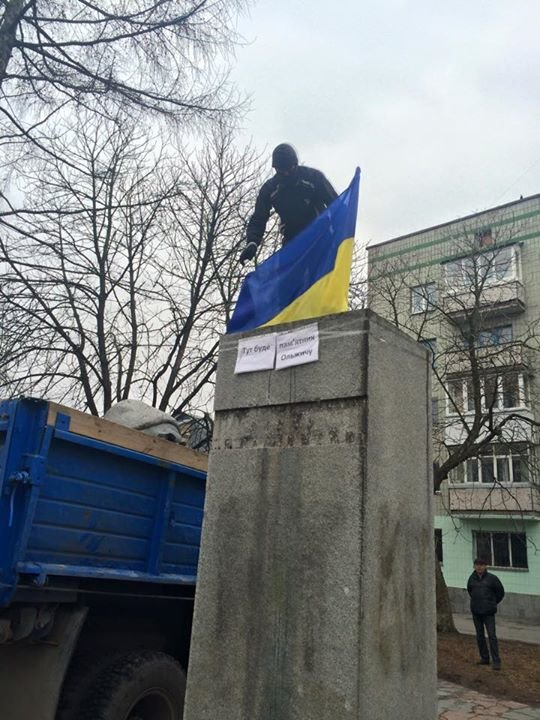 У Житомирі демонтували пам'ятник Пархоменку, фото-2