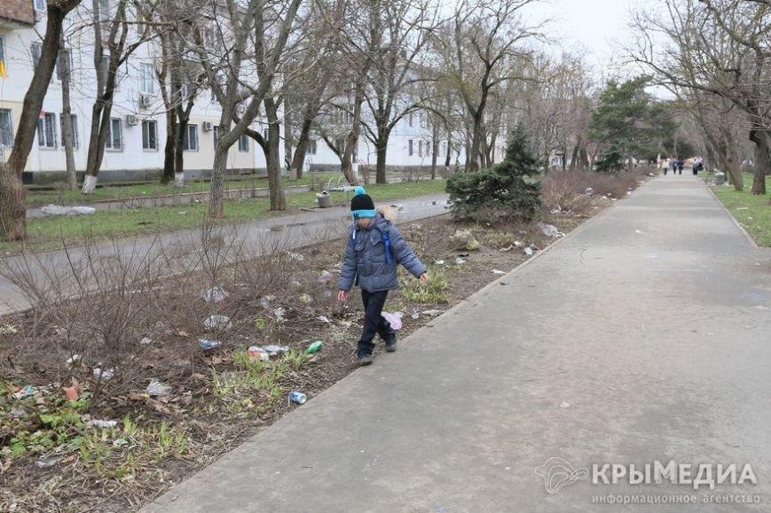 ФОТОФАКТ: Спальные районы и окраины Симферополя утопают в мусоре (фото) - фото 10