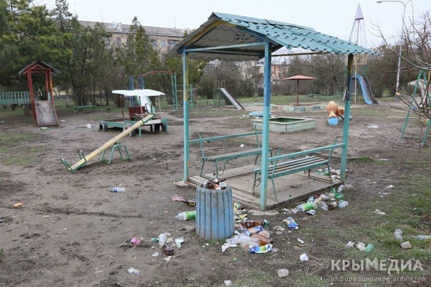 ФОТОФАКТ: Спальные районы и окраины Симферополя утопают в мусоре (фото) - фото 13
