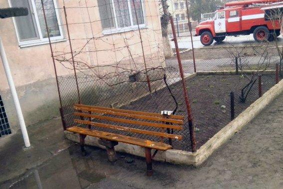 Возле школы в Одесской области нашли самодельное взрывное устройство (ФОТО) (фото) - фото 1