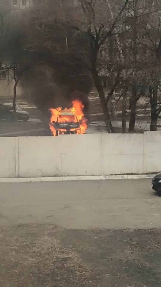 В Харькове около здания Дзержинского райсуда горел внедорожник (ФОТО), фото-2
