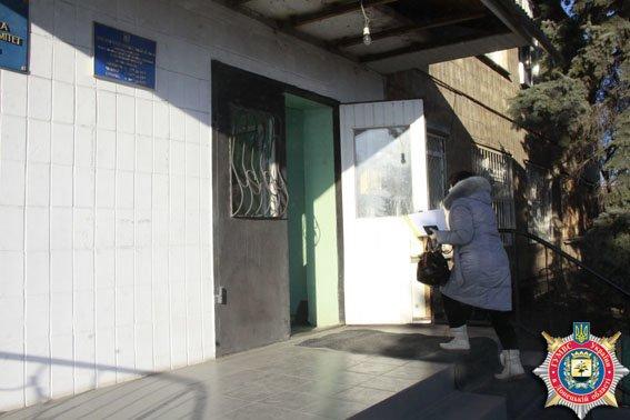 Перемирие увеличило поток въезжающих по пропускам в Мариуполь через Гнутово до 89 машин в день (ФОТОРЕПОРТАЖ) (фото) - фото 1