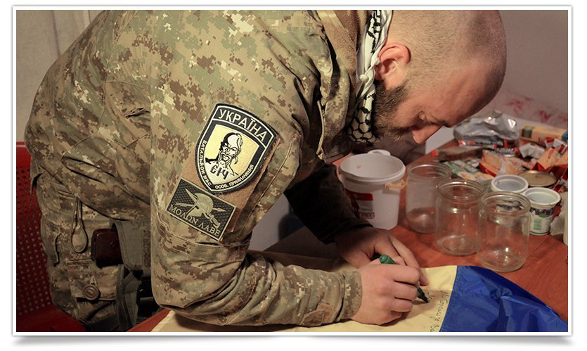 Бойцы батальона «СІч» подписали флаг для Славянска (фото) - фото 1