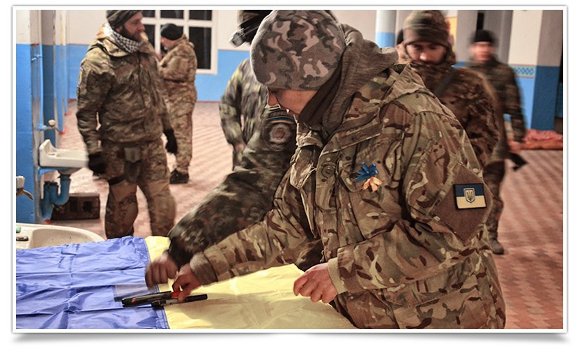 Бойцы батальона «СІч» подписали флаг для Славянска (фото) - фото 2