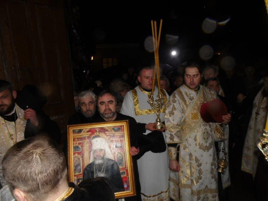 Сотні тернополян зустріли тіло предстоятеля УАПЦ Блаженнішого митрополита Мефодія (фото), фото-9