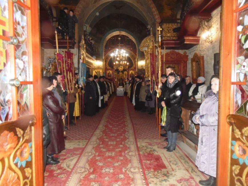 Сотні тернополян зустріли тіло предстоятеля УАПЦ Блаженнішого митрополита Мефодія (фото), фото-10