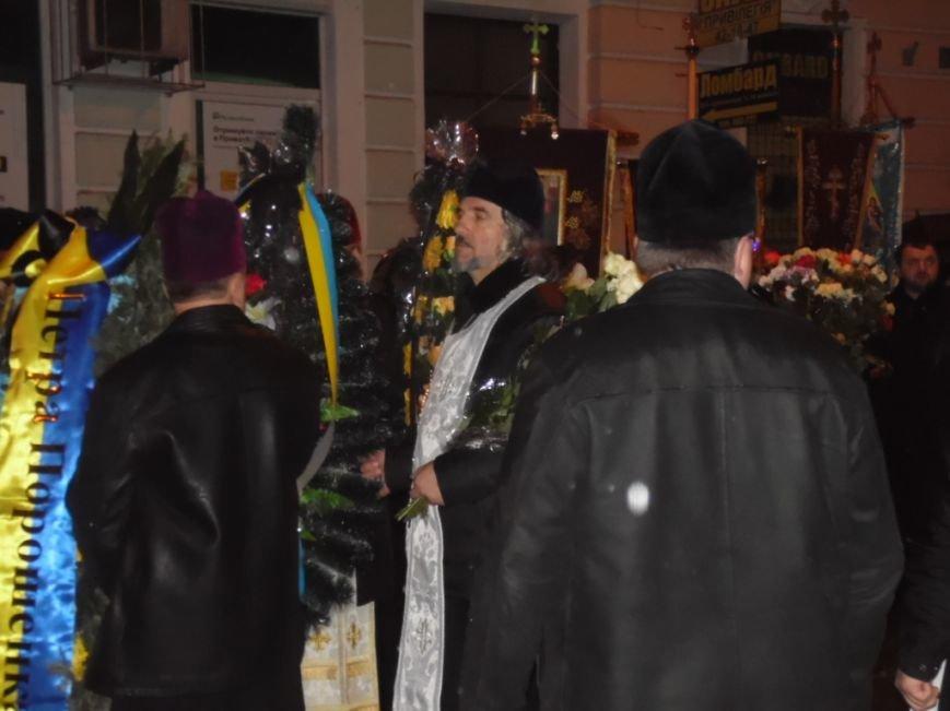 Сотні тернополян зустріли тіло предстоятеля УАПЦ Блаженнішого митрополита Мефодія (фото), фото-4
