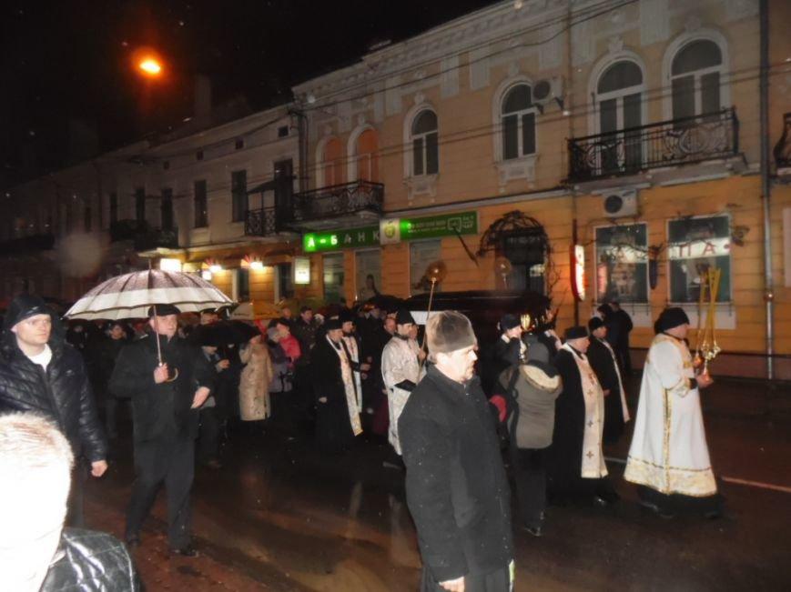 Сотні тернополян зустріли тіло предстоятеля УАПЦ Блаженнішого митрополита Мефодія (фото), фото-5
