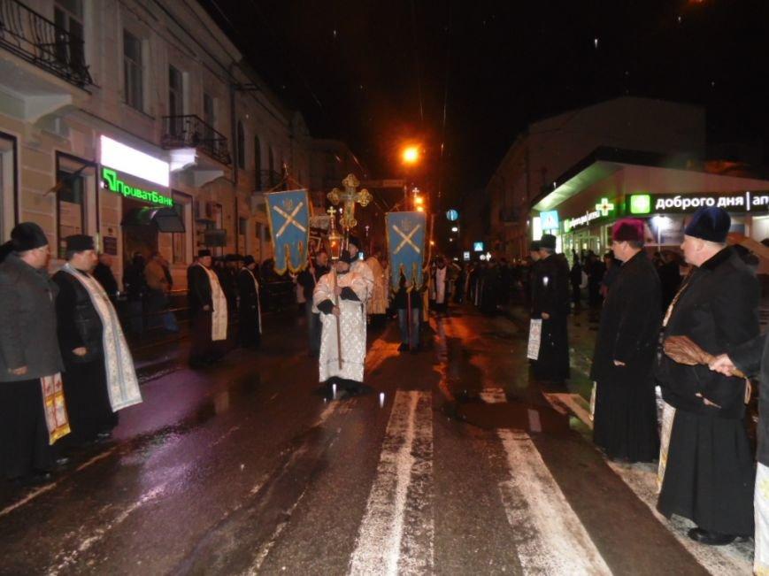 Сотні тернополян зустріли тіло предстоятеля УАПЦ Блаженнішого митрополита Мефодія (фото), фото-1