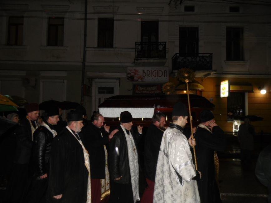 Сотні тернополян зустріли тіло предстоятеля УАПЦ Блаженнішого митрополита Мефодія (фото), фото-11