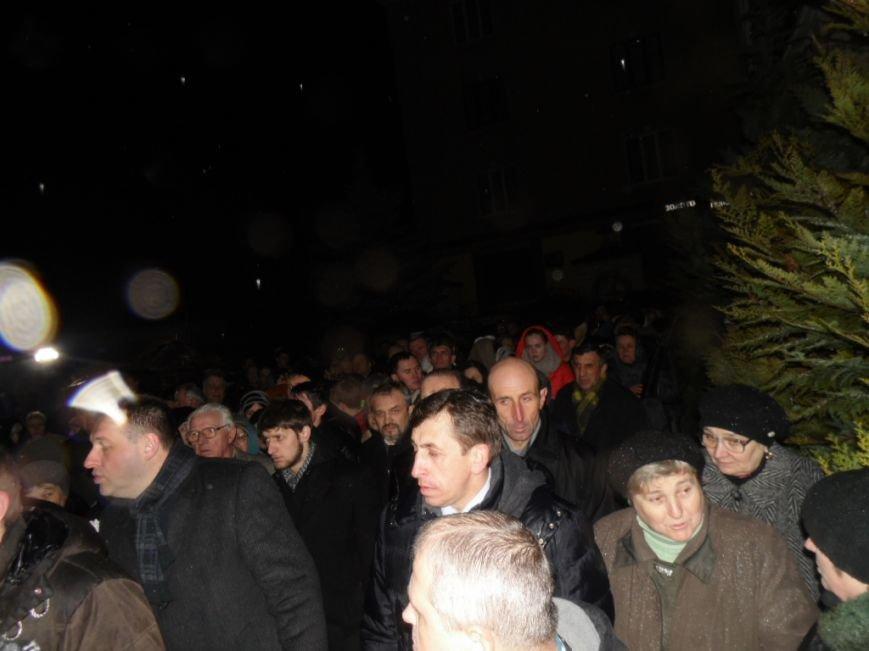 Сотні тернополян зустріли тіло предстоятеля УАПЦ Блаженнішого митрополита Мефодія (фото), фото-7