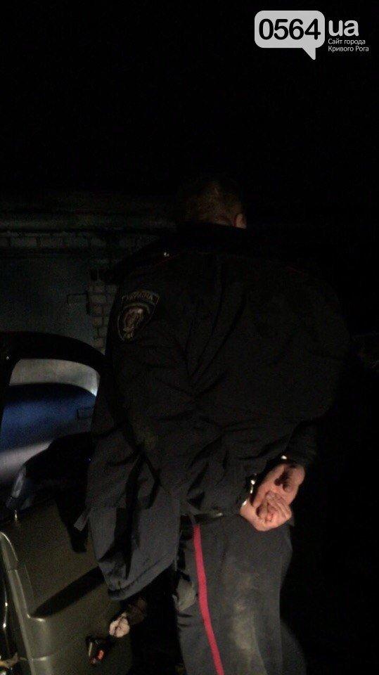 В Кривом Роге: задержали милиционера-наркоторговца, депутату во двор бросили 2 гранаты, а музыкантов номинировали на престижную премию (фото) - фото 1