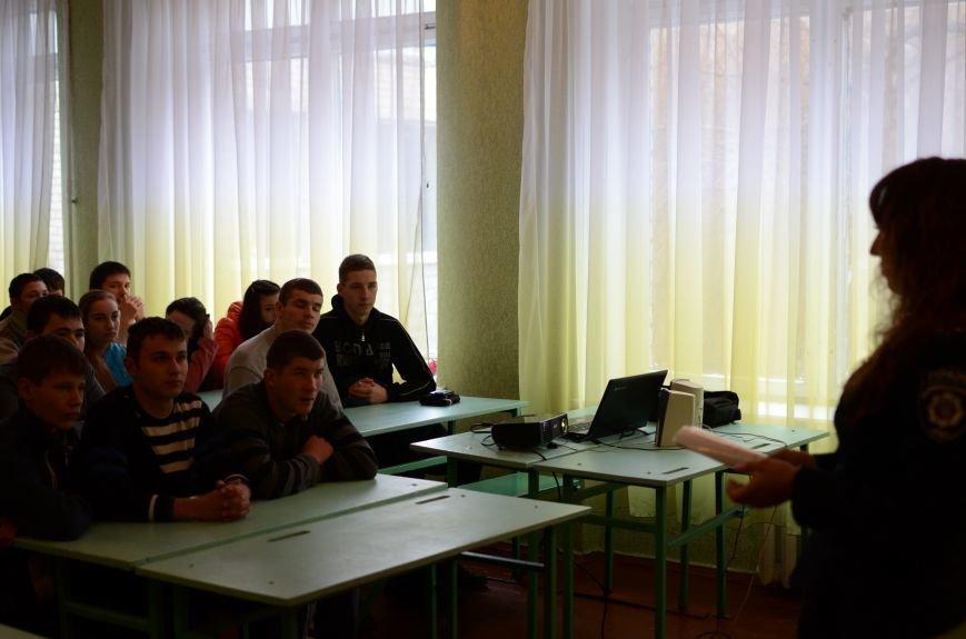 В Кривом Роге милиционеры зачитали школьникам их права и рассказали о вреде алкоголя и сигарет на молодой организм (ФОТО), фото-1
