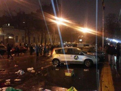 В Киеве под зданием НБУ разогнали Финансовый майдан. Есть пострадавшие (ФОТО, ВИДЕО) (фото) - фото 1
