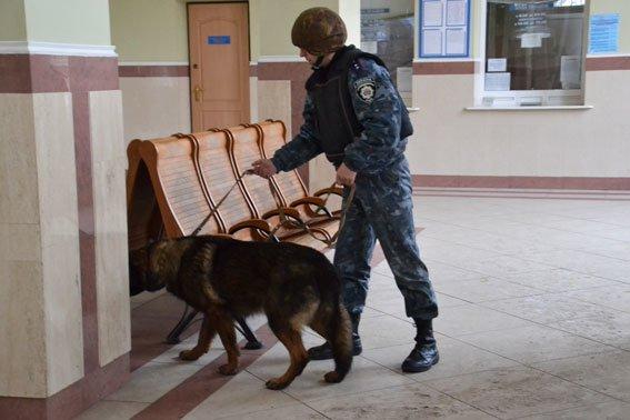У Львові на залізничній станції шукали вибухівку (ФОТО, ВІДЕО) (фото) - фото 7