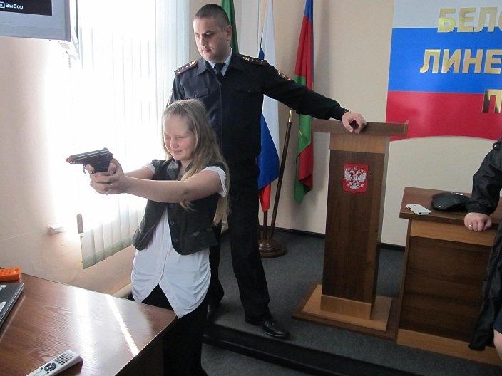 В Белореченском линейном отделе полиции школьников и студентов обучили ориентироваться в сложных жизненных ситуациях, фото-1