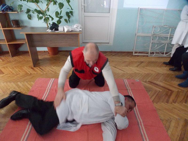 У міській поліклініці №3 тренувалися надавати першу медичну допомогу (AJNJ) (фото) - фото 1