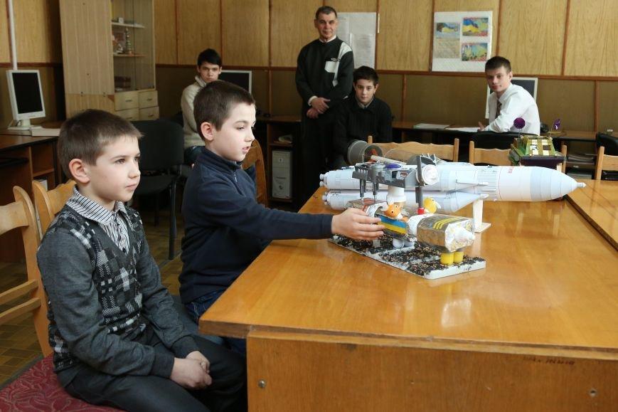 Четвероклассники из Кривого Рога впервые приняли участие в выставке «Мирный космос» (ФОТО), фото-1