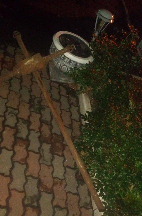На Байковом кладбище ночью задержали двоих вандалов (ФОТО) (фото) - фото 1