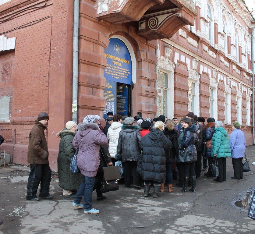 Очередям бой: В Артемовске расширили координационную группу по выдаче пропусков в зону АТО, фото-5