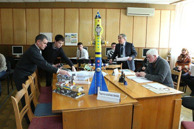 На Днепропетровщине открылась выставка-конкурс «Мирный космос» (фото) - фото 4