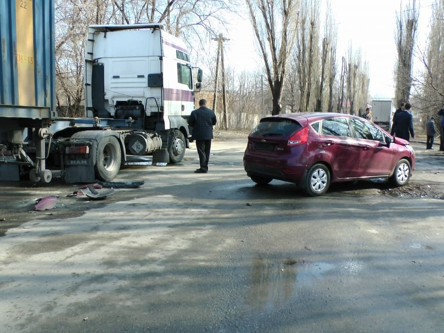 В Днепропетровске произошло ДТП, есть пострадавшие (ФОТО) (фото) - фото 1
