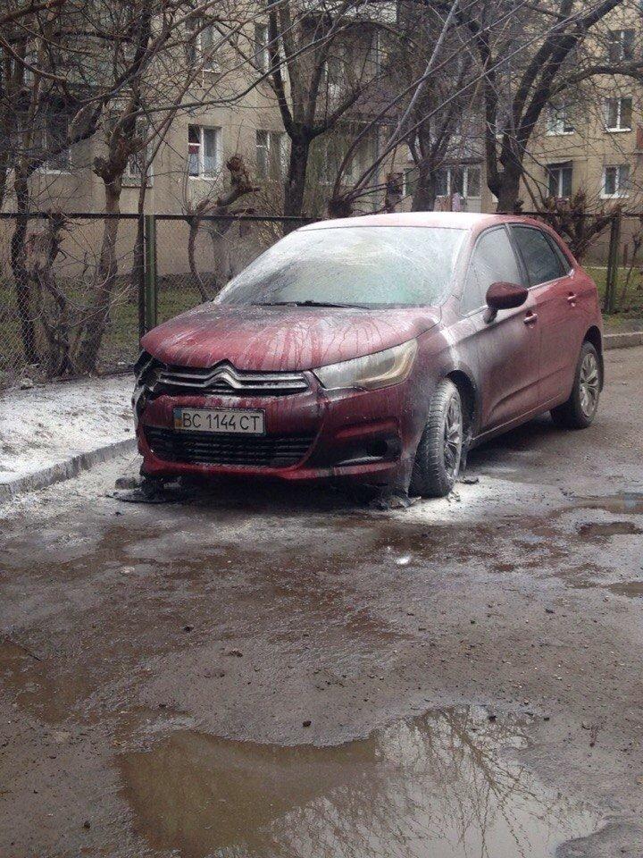 У Львові горіла іномарка (ФОТО), фото-1