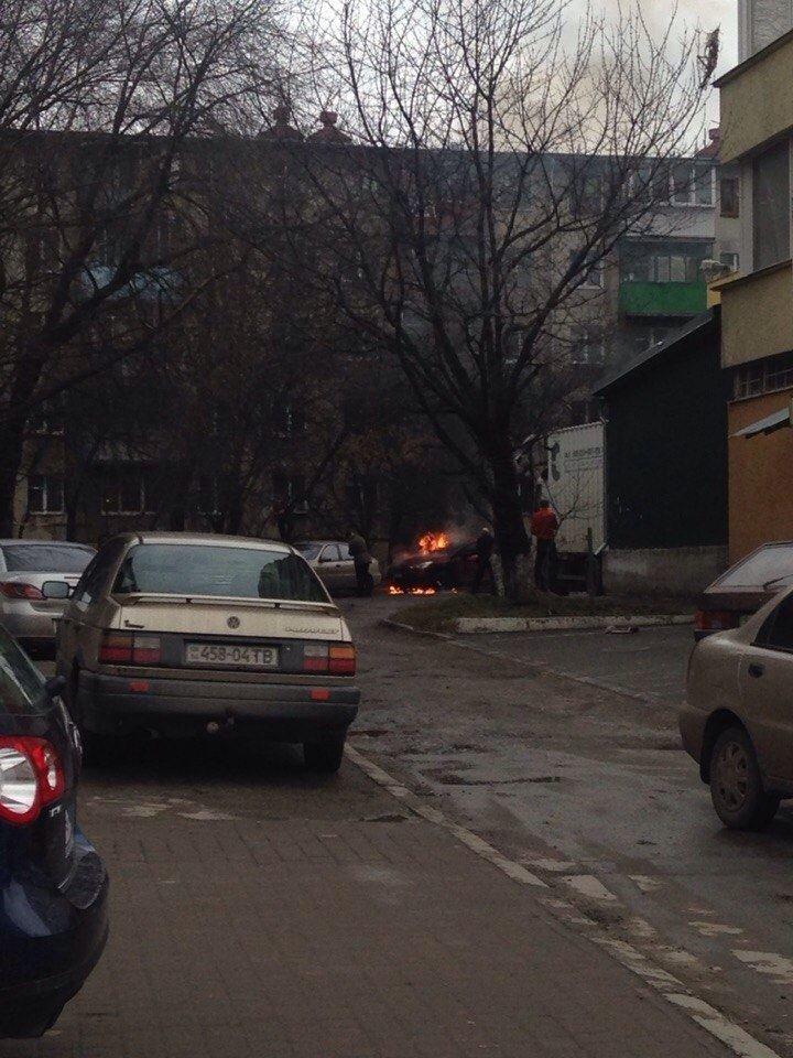 У Львові горіла іномарка (ФОТО), фото-2