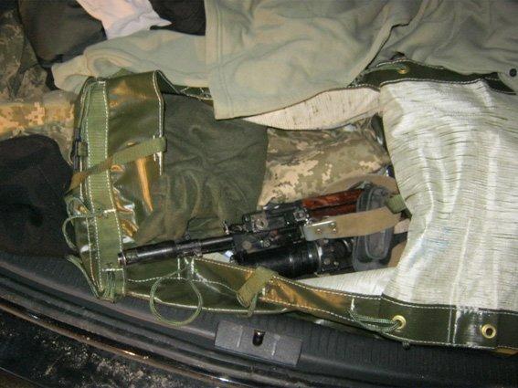 Інспектори ДАІ Черкащини затримали водія, який перевозив зброю (фото) - фото 1