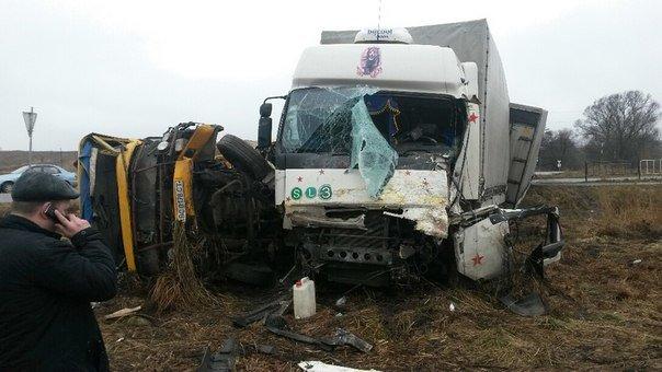 Неподалік Львова водій вантажівки заснув за кермом та протаранив маршрутку (ФОТО) (фото) - фото 1