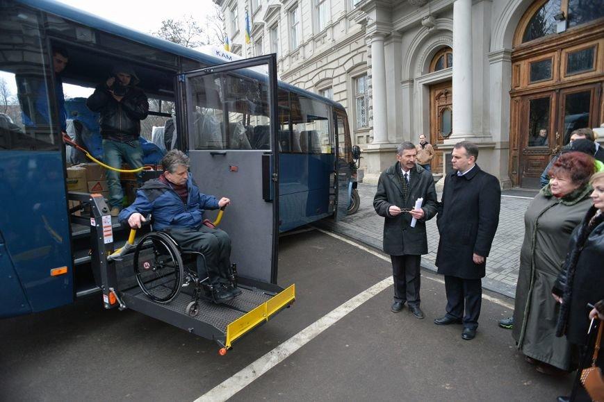 У Львові візочники з Донеччини отримали новий автобус за 980 тисяч гривень (ФОТО), фото-2