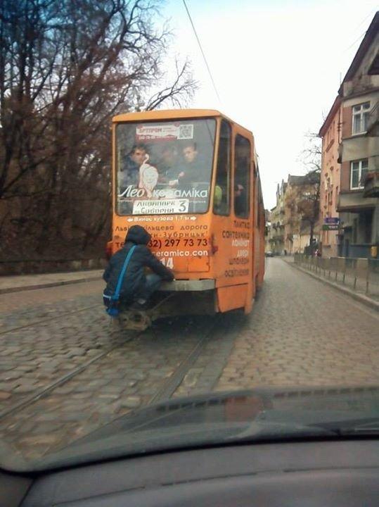 ФОТОФАКТ: на що готові львівські «зайці», аби не платити за проїзд, фото-1