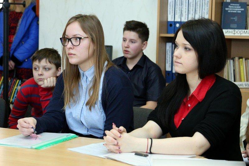 70 юных ученых Днепропетровщины представили свои разработки на областной выставке «Мирный космос» (ФОТО) (фото) - фото 3