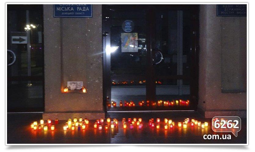 Славянцы почтили память убитого возле Кремля оппозиционера Бориса Немцова (фото) - фото 1