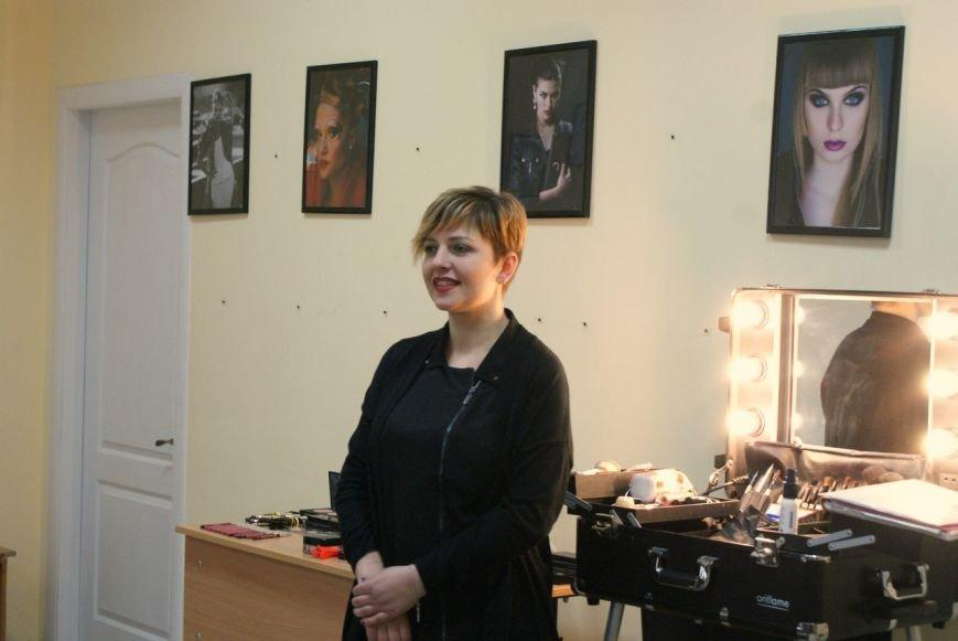 В Мариуполе прошел мастер класс Оксаны Дорофеевой «Девичник с визажистом» (фото) - фото 1