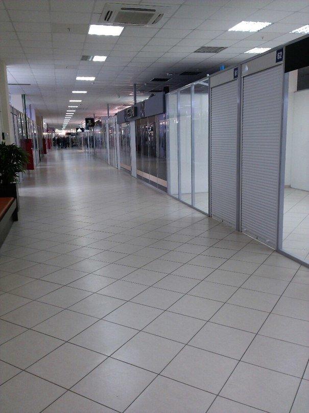 Фотофакт:торговый армагеддец. В торговом центре «Секрет» опустели роллеты (фото) - фото 1