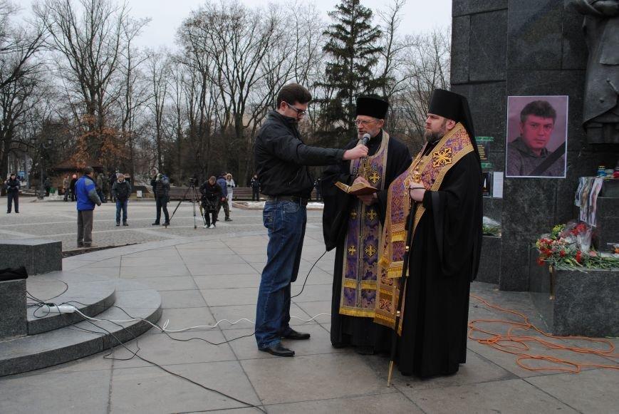Около памятника Шевченко харьковчане почтили память Бориса Немцова и прошел молебен (ФОТО+ВИДЕО), фото-17
