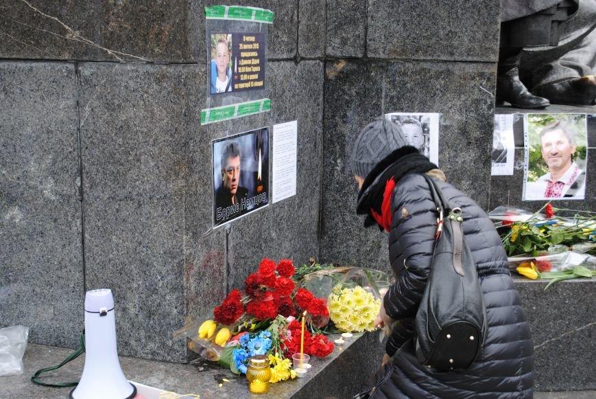 Около памятника Шевченко харьковчане почтили память Бориса Немцова и прошел молебен (ФОТО+ВИДЕО), фото-5