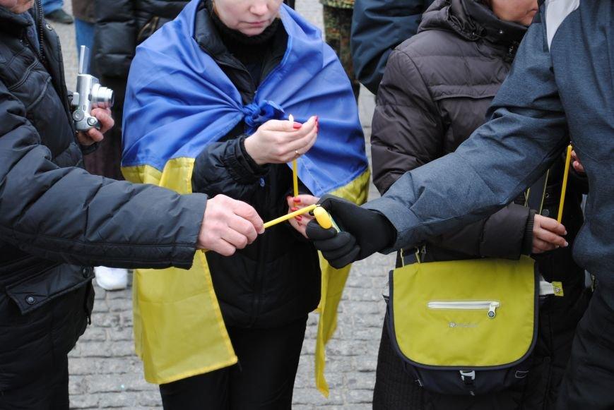 Около памятника Шевченко харьковчане почтили память Бориса Немцова и прошел молебен (ФОТО+ВИДЕО), фото-15